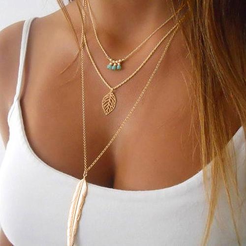 ad1449f18 Elegantný viacvrstvový náhrdelník s pierkom, listom a ozdobami ...