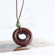 Trendový vintage náhrdelník s veľkými kruhmi a korálkou